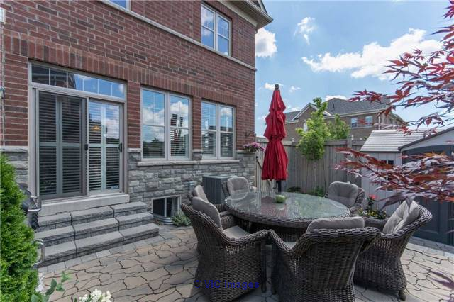 3 Bedroom Freehold End Unit Town House for Sale in Scott, Milton toronto