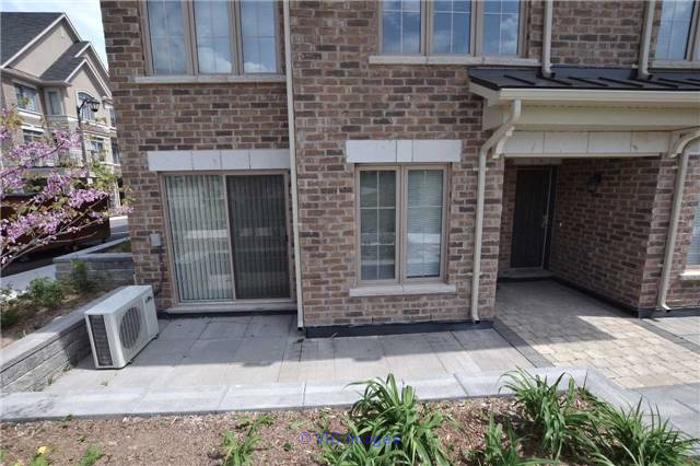 2 Bedroom Condo Town House For Sale in West Oak, Oakville toronto