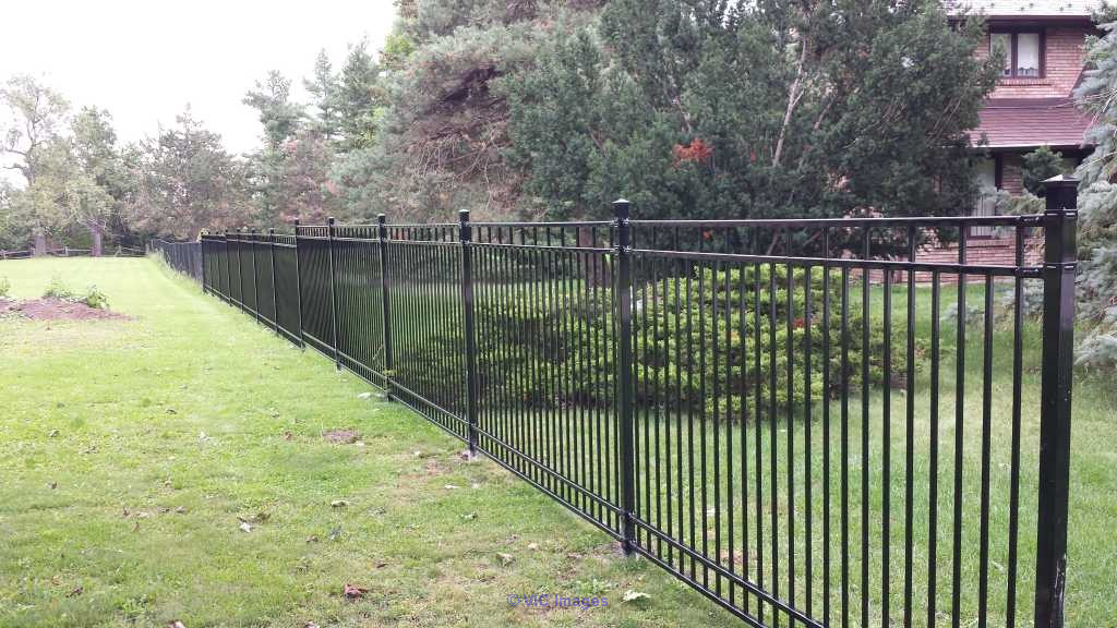 Looking for a Maintenance-Free & Durable Fencing Option? toronto